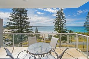 A balcony or terrace at Sandcastle 407 12-24 William Street