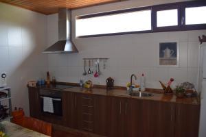 Una cocina o zona de cocina en Pensión Albergue Los Caminantes