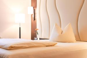 A bed or beds in a room at PLAZA Hotel Bruchsal