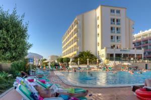 A piscina em ou perto de Ourabay Hotel Apartamento - Art & Holidays