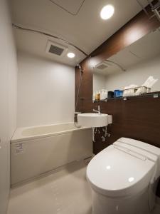 A bathroom at Nest Hotel Tokyo Hanzomon