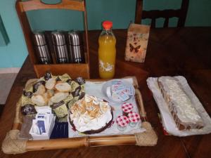 Breakfast options available to guests at Casa Quinta Chascomús