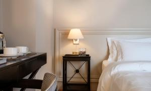 A bed or beds in a room at Ambasciatori Place Hotel