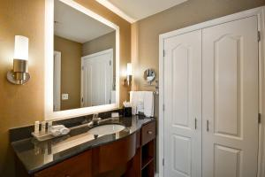 A bathroom at Homewood Suites by Hilton Wilmington/Mayfaire, NC