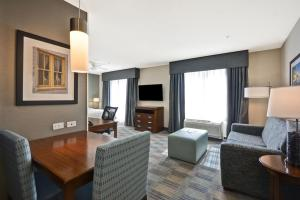 A seating area at Homewood Suites by Hilton Wilmington/Mayfaire, NC