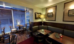 Restaurant ou autre lieu de restauration dans l'établissement Logis Hotel Glenmore