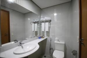 A bathroom at Hotel 7 Colinas