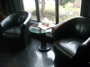 A seating area at Grand Motel Saint-Hubert