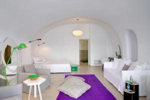 Coin salon dans l'établissement Santorini Secret Suites & Spa, Small Luxury Hotels of the World