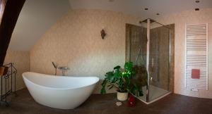 """Ein Badezimmer in der Unterkunft Ferienhaus """"Landromantik"""""""