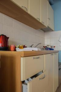 A kitchen or kitchenette at Alexandroupolis Like Home 4