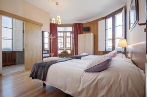 Cama o camas de una habitación en La Posada de La Casona de Sarria