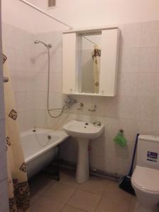 A bathroom at 1 ком. квартира на Курзальной