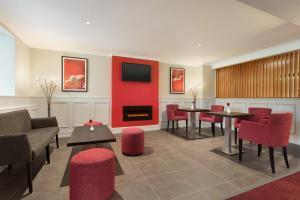 The lounge or bar area at Ramada Chorley South