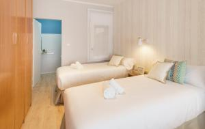 A bed or beds in a room at Mumm by Pillow
