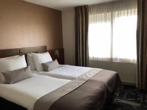 A bed or beds in a room at Fletcher Hotel-Restaurant Emmen