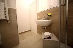 A bathroom at Seawall 2