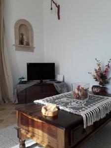 Телевизор и/или развлекательный центр в Villa Polymnia