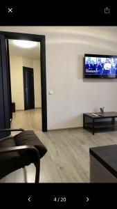 Телевізор і / або розважальний центр в Apartments on Zooparkova Street