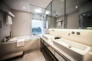 A bathroom at Fraser Suites Top Glory Shanghai
