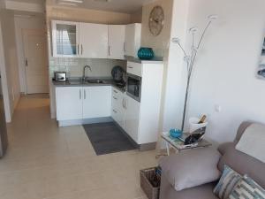 Kuchnia lub aneks kuchenny w obiekcie Playa Paraiso II