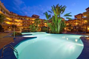 Het zwembad bij of vlak bij Elba Castillo San Jorge & Antigua Suite Hotel
