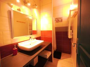 A bathroom at Les oliviers