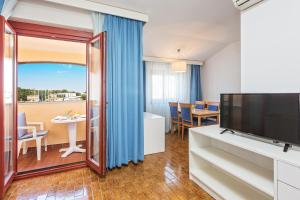 A television and/or entertainment centre at Apartments Riva
