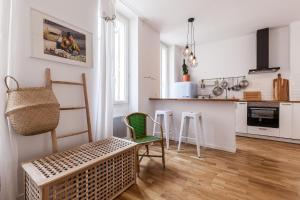A kitchen or kitchenette at 5 Sens