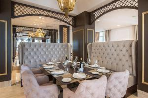 A restaurant or other place to eat at Gran Hotel Miramar GL