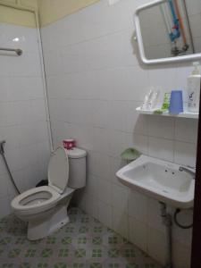 Ein Badezimmer in der Unterkunft Galaxy Motel Hpa-An