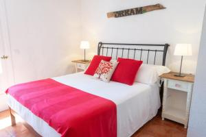 A bed or beds in a room at Agroturismo Binissafullet Vell