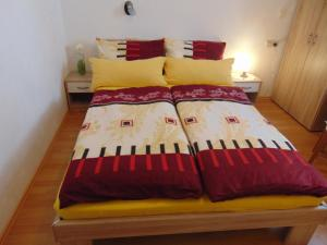 Een bed of bedden in een kamer bij Gasthaus Rebstock