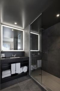 A bathroom at Hotel Monville