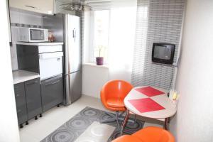 Кухня или мини-кухня в Апартаменты Зелёный Город Бизнес Класс