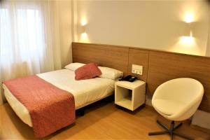 A bed or beds in a room at Hotel Picos De Europa