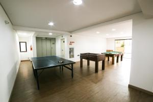 Ping-pong facilities at Hotel Plaza Mayor or nearby