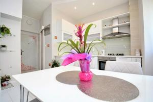 A kitchen or kitchenette at Apartment Populare