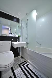 A bathroom at Hotel Granvia Hiroshima