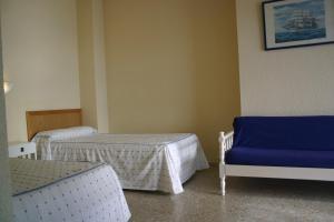 A bed or beds in a room at Apartamentos Astoria - Benidorm