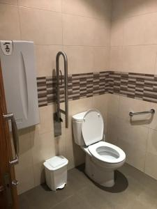 A bathroom at O Rueiro