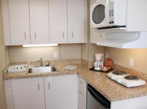 A kitchen or kitchenette at Triple J Hotel