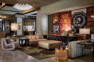 The lounge or bar area at Renaissance Phoenix Downtown Hotel