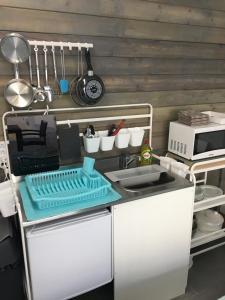 Een keuken of kitchenette bij Check-Inn 1 - ADULTS ONLY