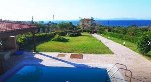 Θέα της πισίνας από το Bella Villa ή από εκεί κοντά