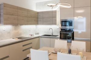 Kuchyňa alebo kuchynka v ubytovaní Apartmán Golf Trenčín