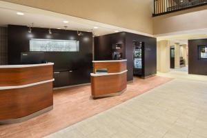 The lobby or reception area at Courtyard Springfield Airport