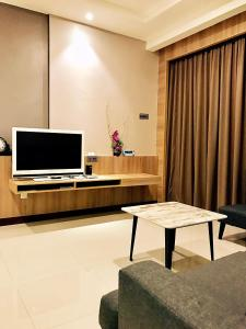 A television and/or entertainment centre at Imperial Grand Suite Apartment