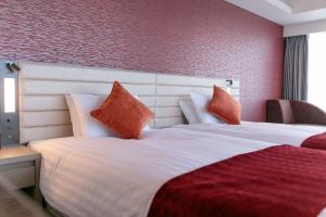 A bed or beds in a room at Tokyo Bay Tokyu Hotel