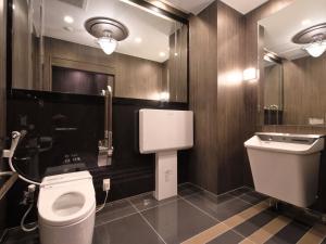 A bathroom at APA Hotel Shin-Osaka-Ekiminami